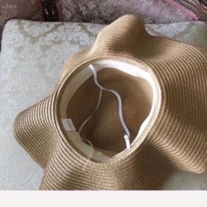 Accessories - NEW tan floppy sunhat removable flower wreath